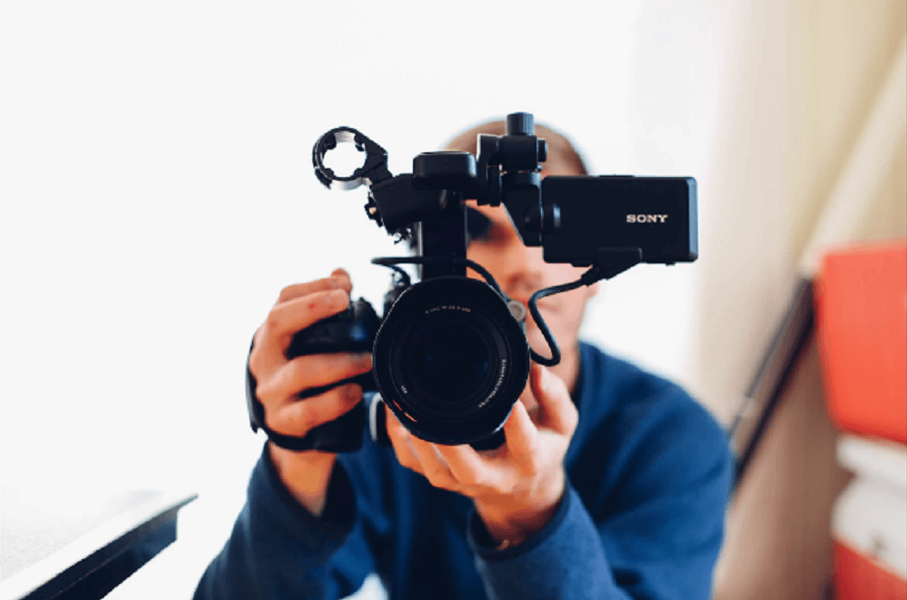 3 practical tips for vloggers which include tips for the vlogging camera